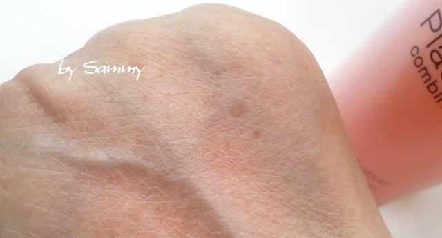 ROZEBE(ロゼベ)薬用美白化粧水 塗った手