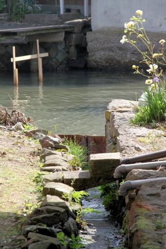 西郷の水路