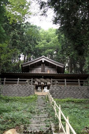 室山の布須神社拝殿
