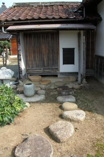 茶室前の路地