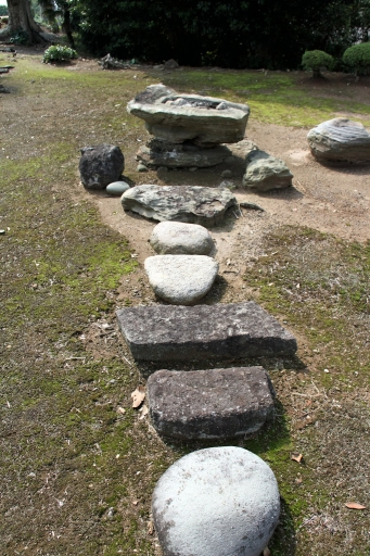 飛び石と景石の手水