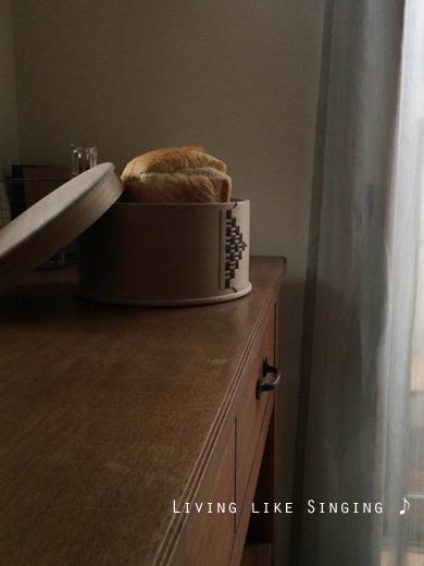 パンをおひつに