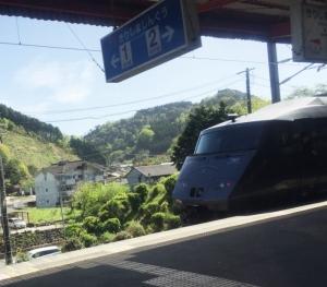 電車 (700x613)