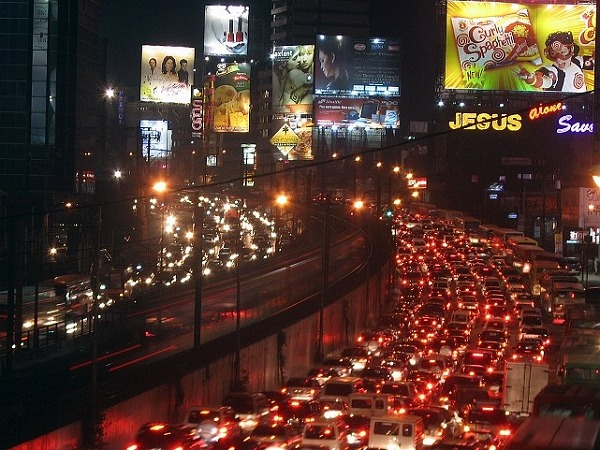 manila-traffic-night.jpg