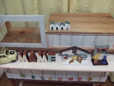 手作りレジ台とミニチュア