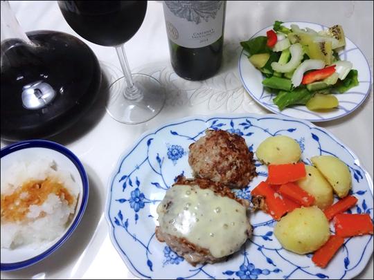 チーズハンバーグと赤ワイン