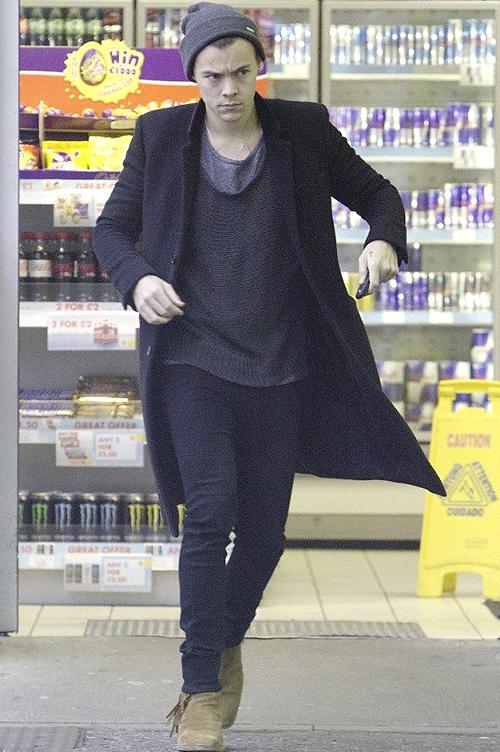 ハリー・スタイルズ(Harry Styles):サンローラン(Saint Laurent)