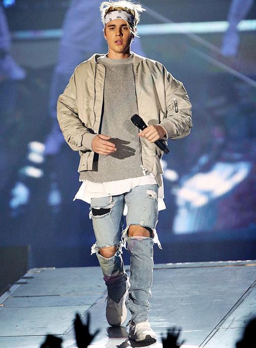ジャスティン・ビーバー(Justin Bieber):フィアオブゴッド(Fear of God)/アディダス(Adidas)