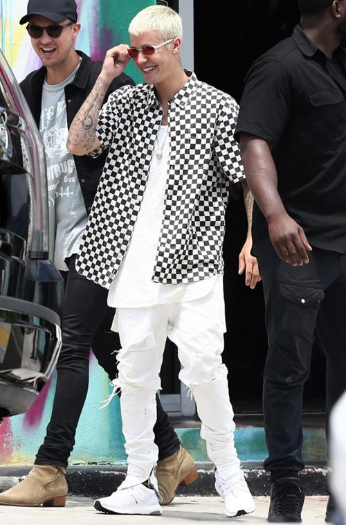 ジャスティン・ビーバー(Justin Bieber):フィアオブゴッド(Fear of God)/バンズ(Vans)/アディダス(Adidas)/カルティエ(Cartier)