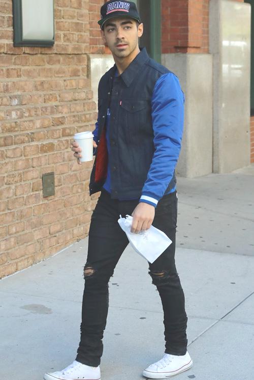 ジョー・ジョナス(Joe Jonas):リーバイス(Levi's)/アンノワール(En Noir)/コンバース(Converse)