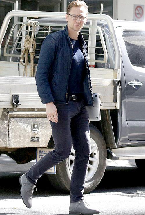 トム・ヒドルストン(Tom Hiddleston):ラルフローレン(Ralph Lauren)バーバリー(Burberry)ジェイブランド(J Brand)アクアタリア・バイ・マーヴィン ケイ(Aquatalia by Marvin K.)