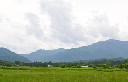 夏の空と山