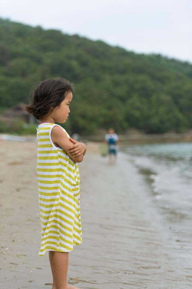 砂浜の少女