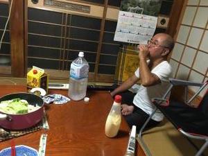 薬を飲むおじちゃん