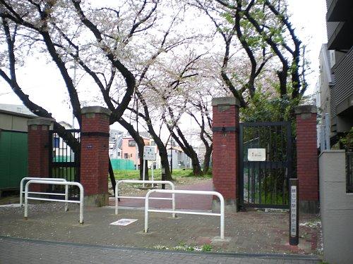 赤レンガ酒造工場・門