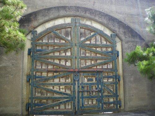 小菅刑務所・開かずの門1