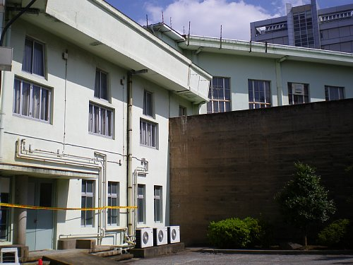 小菅刑務所・中庭2