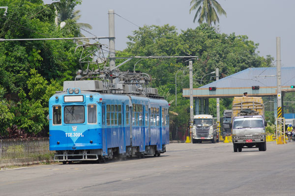 160504yangon-tram1.jpg