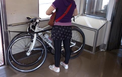 サイクルトレインでは自転車は重ね置き
