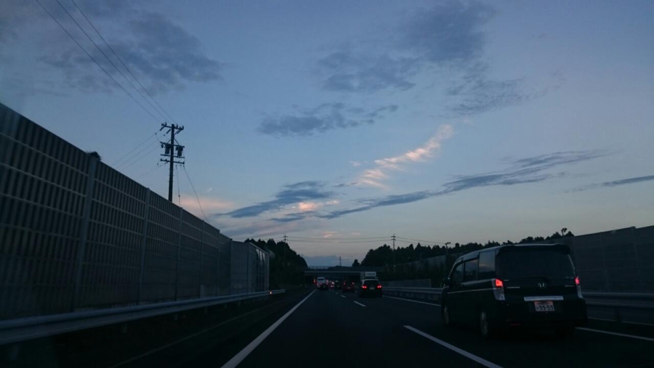 夜へ向かう青