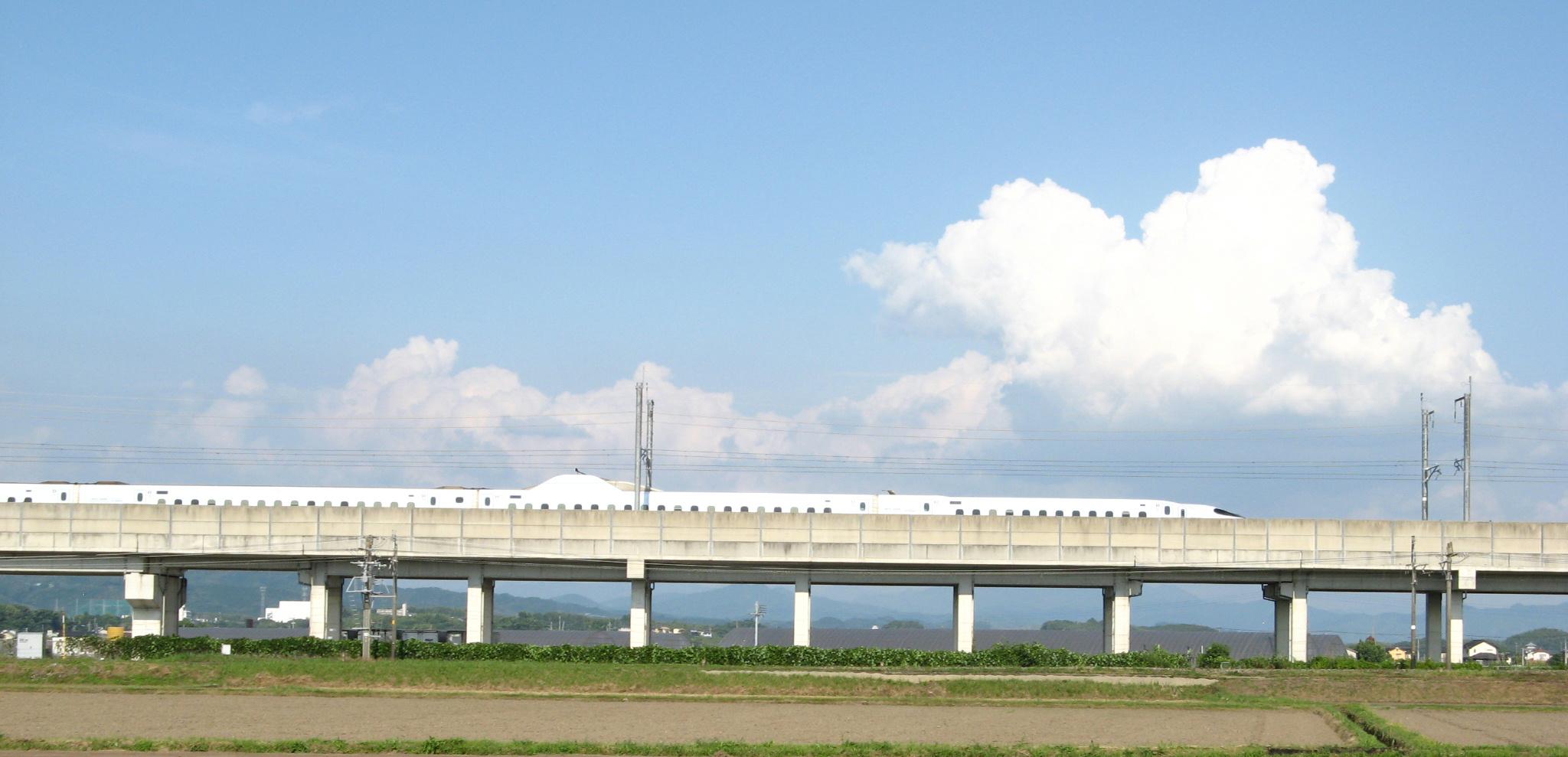 kumo-shinkansen.jpg