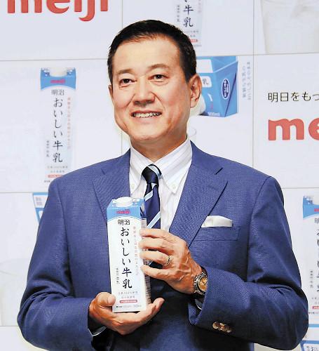 新商品をPRする原辰徳・読売巨人軍前監督