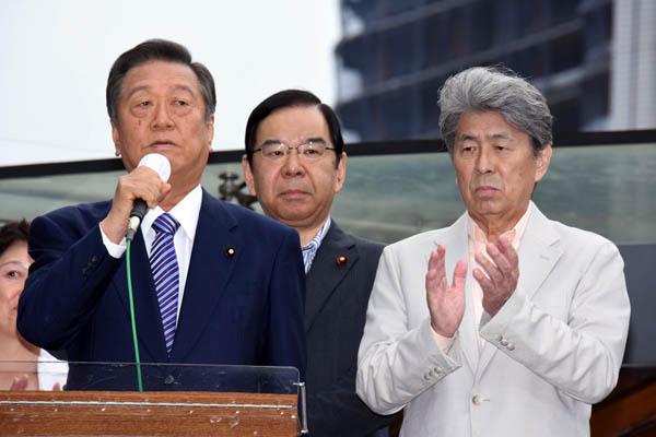 これでいいのか(左から、街頭演説をする小沢、志位、鳥越各3氏)