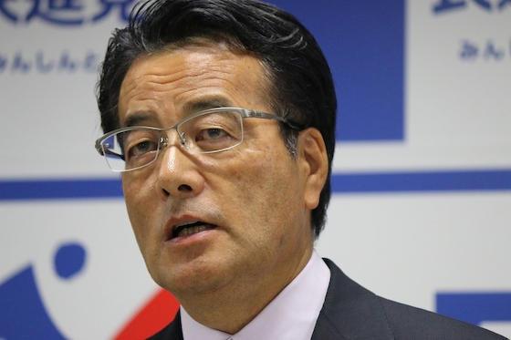 会見で民進党代表選に出馬しない意向を表明した岡田克也氏