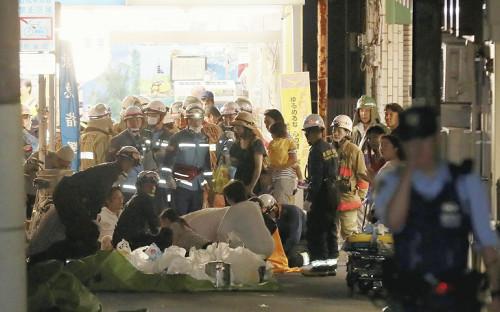 杉並区の富士見ケ丘祭り、何者かが道路に向けて火炎瓶を投げ少なくとも12人が火傷、投げた男は病院に搬送(動画)