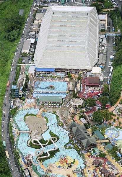 東京サマーランドで女性8人切られる プールの中、尻を狙われ