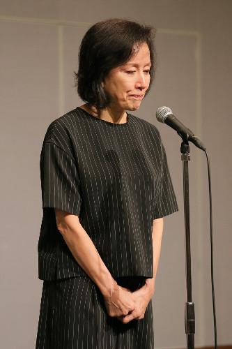 女優の高畑淳子(61)、高畑裕太容疑者(22)が逮捕された事を受け都内のホテルで記者会見(動画) … 「舞台をお見せするのが私の贖罪です」