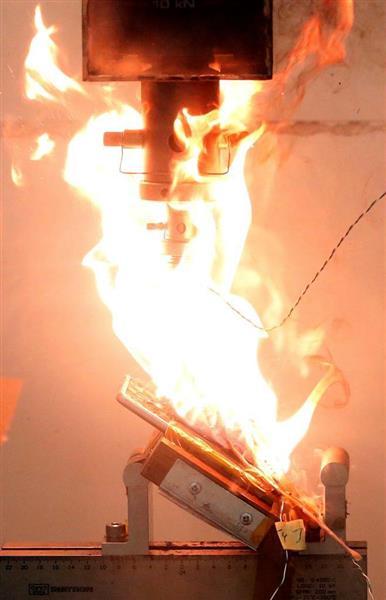 シンガポールの研究所で行われた実験で、炎上するギャラクシーノート7