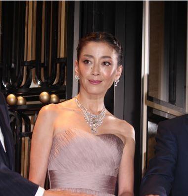 女優の宮沢りえがジャニーズ事務所の人気グループ・V6の森田剛と熱愛中