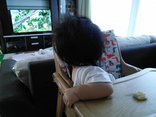 赤ちゃんが泣き始めたら、画面を切り替えて…