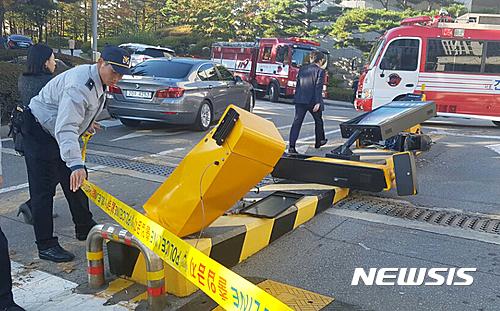 韓国検察庁 重機 チョン某(45) 突入