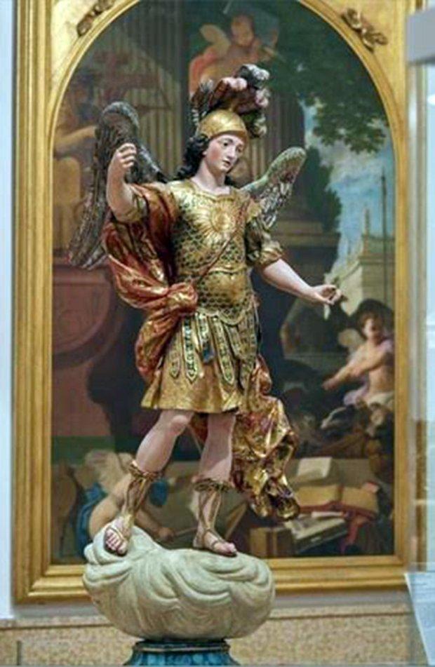 『聖ミカエル(ミハイル)』像