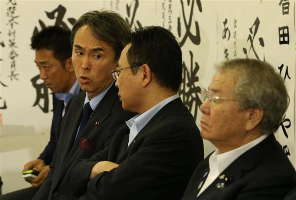 増田寛也氏の落選が確実となり、厳しい表情の石原伸晃氏(左から2人目)、内田茂氏(右)ら自民党都連幹部