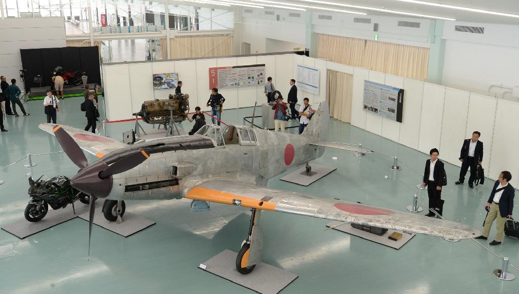 「飛燕」修復終え公開 川重の旧日本軍戦闘機