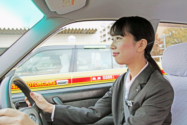 国際自動車では新卒の女性ドライバーも増えている