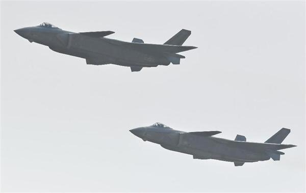 中国 ステルス戦闘機 殲20 初公開