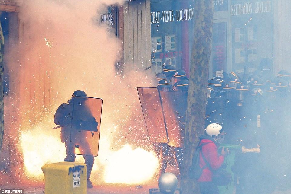 労働法改正案に反対する抗議行動
