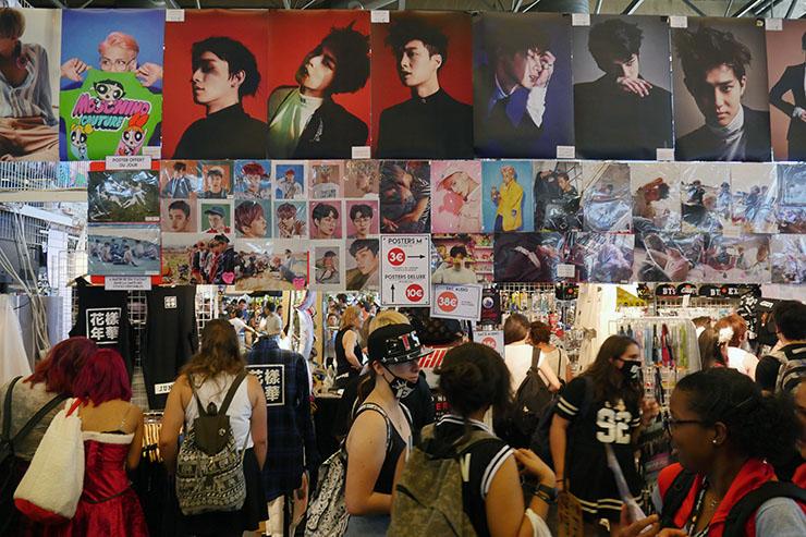 日本国旗を掲げて韓国ショップが韓国グッズ販売 / パリで開催のジャパンエキスポで異常事態発生