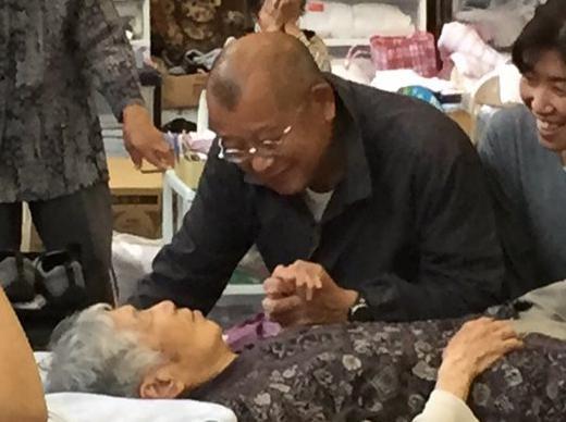 中居再び熊本避難所訪問 鶴瓶、岡村と共に