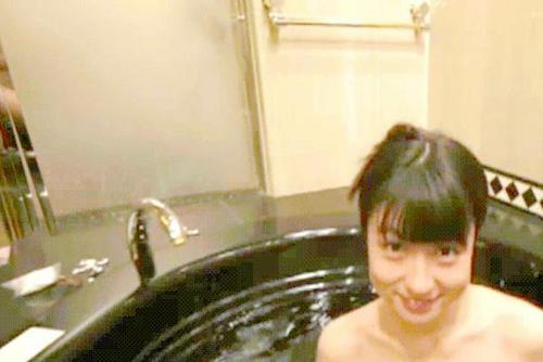 滝沢乃南のDVD『ありがとね』に裸のカメラマン