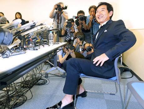 石田純一にネット上で厳しい意見 会見内容は「国政」との指摘