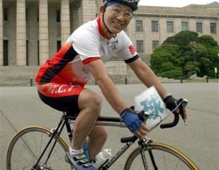 谷垣幹事長、自転車転倒で入院 「大けがなし」と自民側