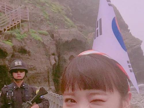 頭に韓国国旗を刺したK-POOPアイドル「AFTERSCHOOL」メンバー、竹島に不法上陸し画像を投稿