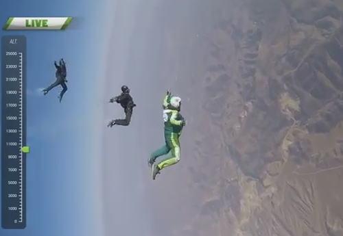 世界初の挑戦 パラシュートなしでスカイダイビング