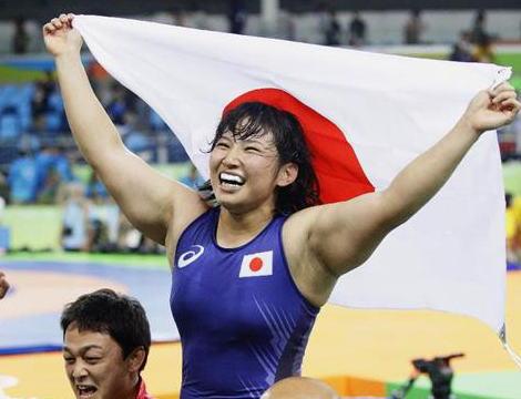 レスリング女子48キロ級決勝、土性沙羅(21)が2-1でナタリア・ボロベワを逆転で破り金メダル獲得 …前回覇者に逆転勝利