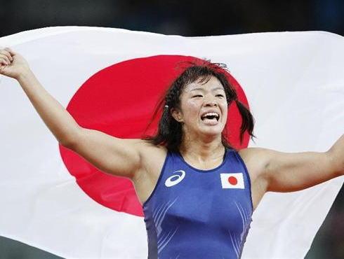レスリング女子63キロ級決勝、川井梨紗子(21)がマリア・ママシュクを終始圧倒、金メダル獲得 … 終了直後に栄和人強化本部長をを飛行機投げでブン投げ喝采(動画)